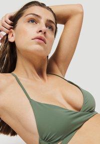 O'Neill - BAAY MIX - Bikini top - green - 0