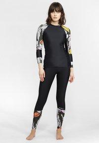 O'Neill - SURU - Surfshirt - black out - 1