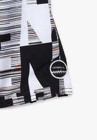 O'Neill - STRIKE OUT SHORTS - Shorts da mare - black/white - 2