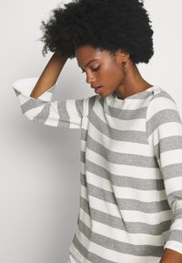one more story - Long sleeved top - silver grey - 3