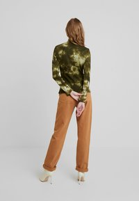one more story - Langærmede T-shirts - military olive - 2