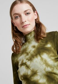 one more story - Langærmede T-shirts - military olive - 5