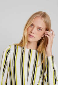 one more story - BLOUSE - Bluser - offwhite/multi color - 3