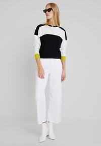 one more story - Sweatshirt - bright lemon/multicolor - 1