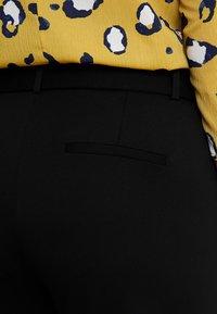 ONLY Carmakoma - CARGOLDTRASH - Kalhoty - black - 5