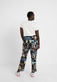 ONLY Carmakoma - CARLUX  PANTS - Pantalones - black - 3