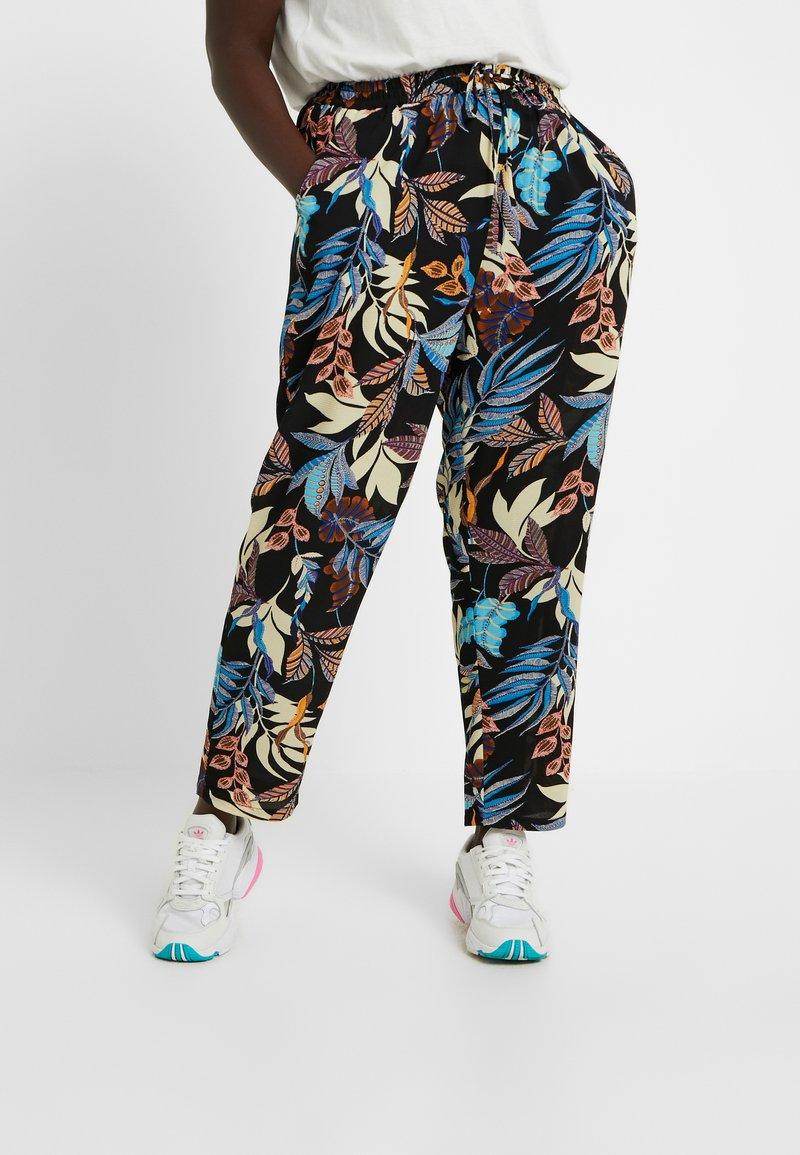 ONLY Carmakoma - CARLUX  PANTS - Pantalones - black