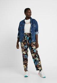 ONLY Carmakoma - CARLUX  PANTS - Pantalones - black - 2