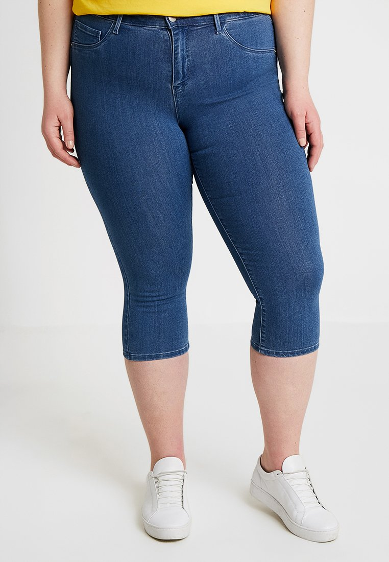 ONLY Carmakoma - CARTHUNDER PUSH UP - Jeans Shorts - medium blue denim