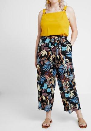 CARLUXSAINT CROPPED PANTS - Bukse - black