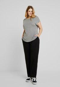 ONLY Carmakoma - CARCOZYNESS LONG PANT - Pantalon classique - black - 0