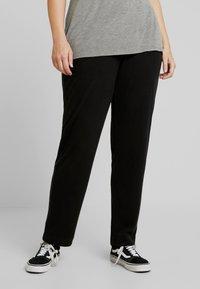 ONLY Carmakoma - CARCOZYNESS LONG PANT - Pantalon classique - black - 2