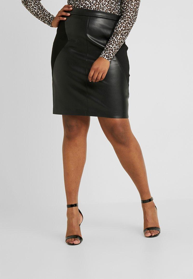 ONLY Carmakoma - CARBEA MIX PENCIL - Pouzdrová sukně - black