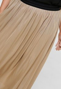 ONLY Carmakoma - FALTEN - Pleated skirt - frosted almond - 3