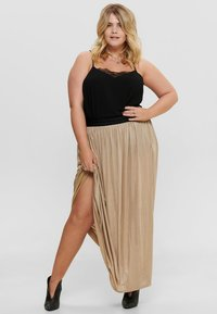 ONLY Carmakoma - FALTEN - Pleated skirt - frosted almond - 1