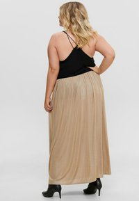 ONLY Carmakoma - FALTEN - Pleated skirt - frosted almond - 2