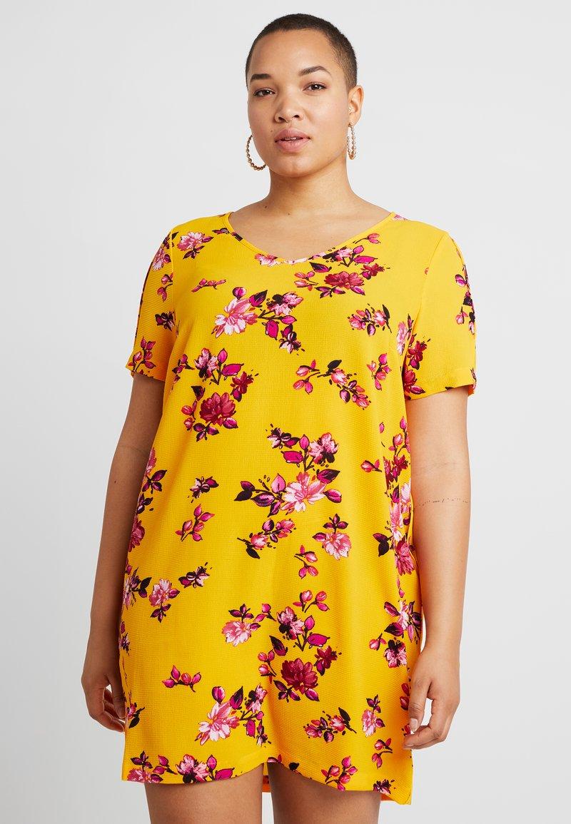 ONLY Carmakoma - CARLUX DRESS - Hverdagskjoler - yellow