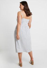 ONLY Carmakoma - CARUNA STRAP STRIPE DRESS - Skjortklänning - white/blue - 3