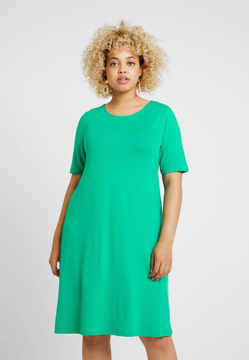 ONLY Carmakoma - CARBANDANA DRESS - Jerseykleid - simply green
