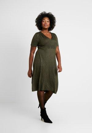 CARDORTE KNEE DRESS - Jersey dress - kalamata/gold