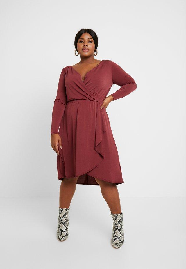CARCAROLEI KNEE DRESS - Jerseykleid - tawny port