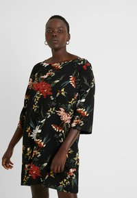 ONLY Carmakoma - CARLUXANNA KNEE DRESS - Vestido informal - black flower - 0