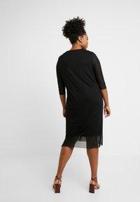 ONLY Carmakoma - CARSISSEL KNEE DRESS - Vestido ligero - black - 3