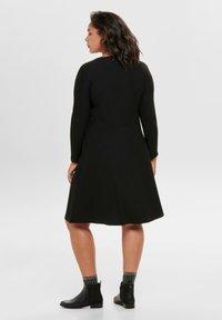 ONLY Carmakoma - MIT LANGEN ÄRMELN CURVY - Gebreide jurk - black - 2