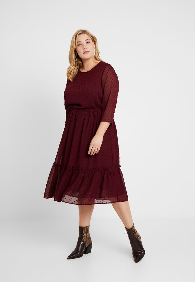 Denní šaty - merlot
