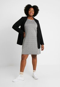 ONLY Carmakoma - CARJOLLY 3/4 CHECK DRESS - Vestido ligero - black - 1