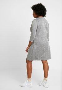 ONLY Carmakoma - CARJOLLY 3/4 CHECK DRESS - Vestido ligero - black - 2