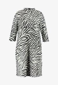 ONLY Carmakoma - CARSIGRID 3/4 KNEE DRESS - Vestido de punto - grey - 5