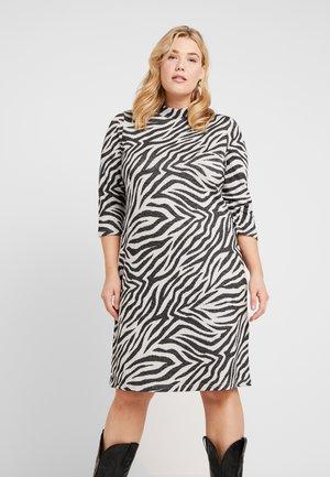 CARSIGRID 3/4 KNEE DRESS - Pletené šaty - grey