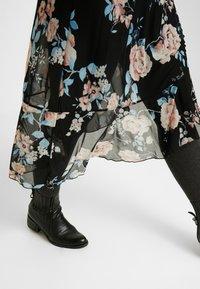 ONLY Carmakoma - CARMYRA 3/4 CALF DRESS - Vestido ligero - black - 6