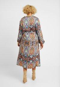 ONLY Carmakoma - CARBOHE CALF DRESS - Korte jurk - orange - 2