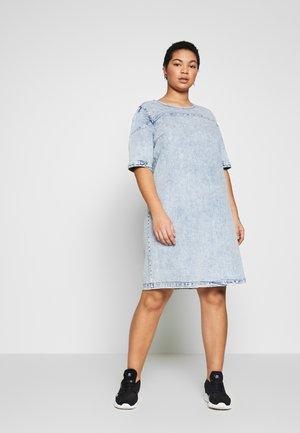 CARLEXA KNEE DRESS - Vestido informal - light blue denim/snow wash