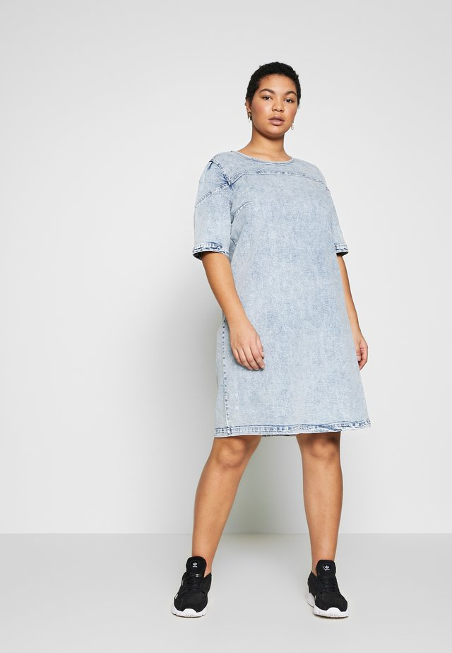 CARLEXA KNEE DRESS - Korte jurk - light blue denim/snow wash