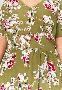 ONLY Carmakoma - CARONA SWIFT KNEE DRESS - Shirt dress - martini olive - 6