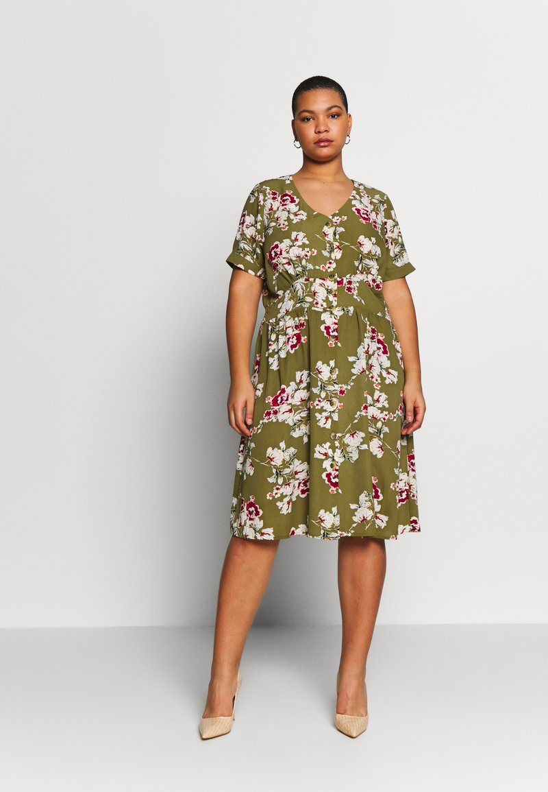 ONLY Carmakoma - CARONA SWIFT KNEE DRESS - Shirt dress - martini olive
