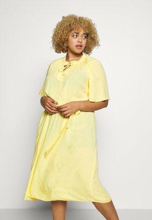 CARPINTA DRESS  - Denní šaty - pineapple slice