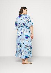 ONLY Carmakoma - CARFLONE BAT SLEEVE DRESS - Maxi šaty - placid blue - 2