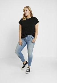 ONLY Carmakoma - CARJESSIE ONE TEE - T-shirts - black - 1