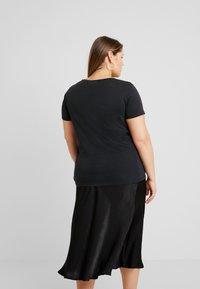 ONLY Carmakoma - CARLIGHT TEE - T-shirt basique - black - 2