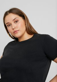 ONLY Carmakoma - CARLIGHT TEE - T-shirt basique - black - 4