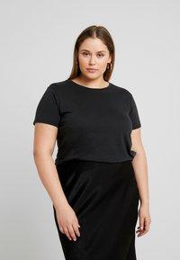 ONLY Carmakoma - CARLIGHT TEE - T-shirt basique - black - 0