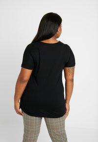 ONLY Carmakoma - CARVITTA LIFE - Print T-shirt - black - 2