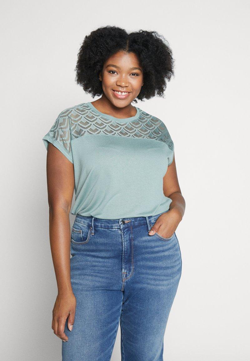 ONLY Carmakoma - CARFLAKE MIX TOP NOOS - T-shirts med print - chinois green