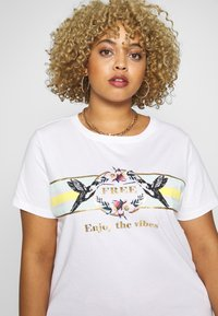 ONLY Carmakoma - CARAMALFI LIFE TEE - Print T-shirt - bright white/honey dew