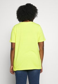 ONLY Carmakoma - CARBRIGHT BOXY TEE - T-shirts med print - evening primrose - 3