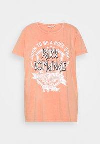 ONLY Carmakoma - CARMINE BOXY TEE - T-shirt imprimé - hot sauce - 3